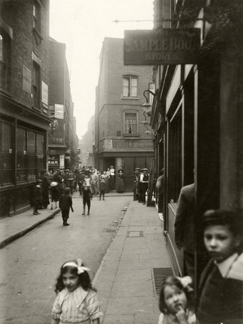 Widegate St looking towards Artillery Passage and the City copy